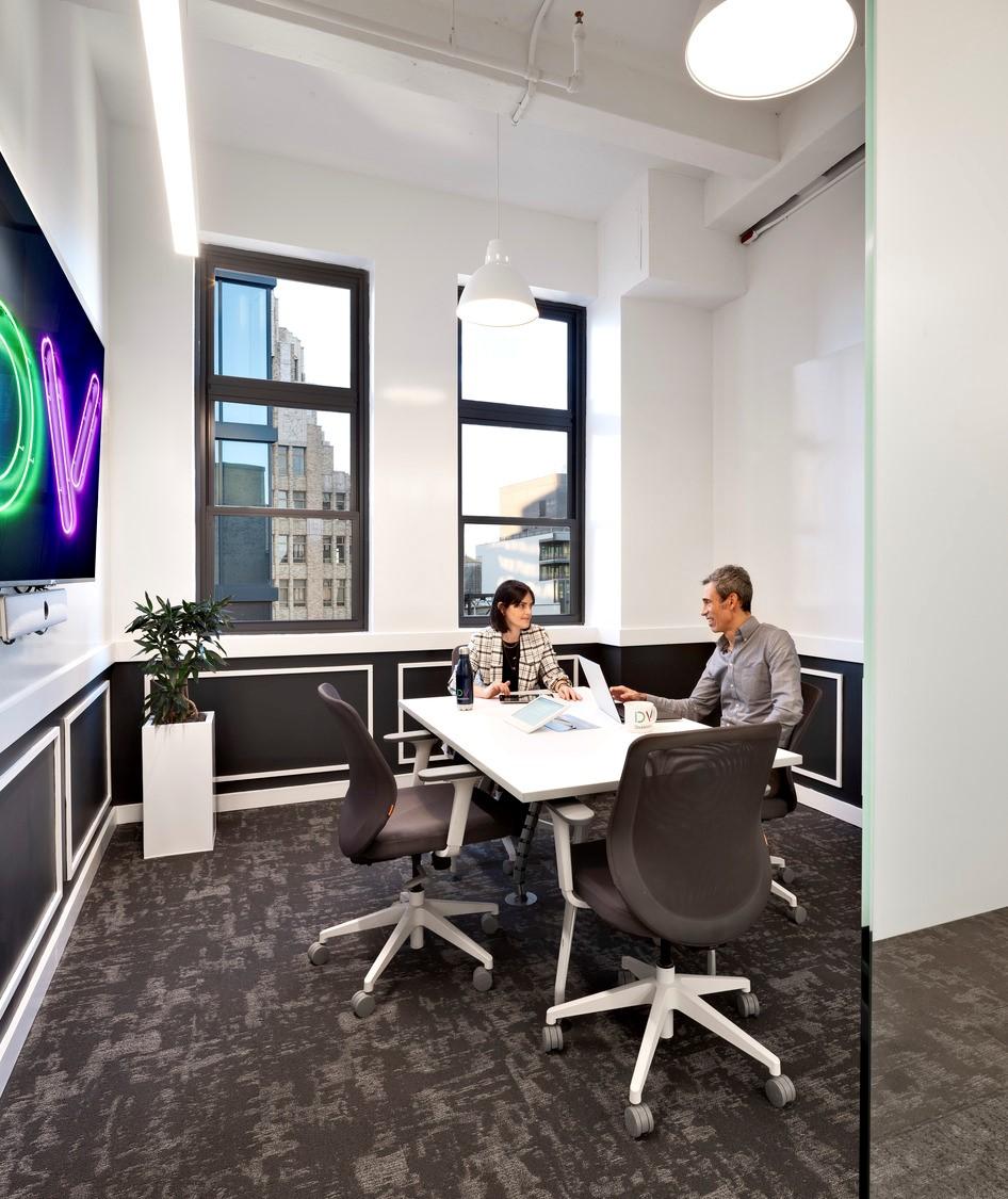 DoubleVerify_coworking room_medium